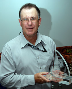 Stewart Smith accepting the Ray Moloney Award for Innovation